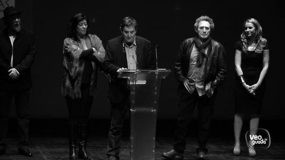 Foto tratada en blanco y negro con los artistas e intelectuales invitados por Ecologistas en Acción, en la gala del año pasado en el Buero. // Foto: VeoGuadaTV.
