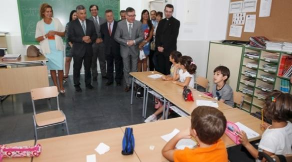 María Dolores Cospedal inaugura el curso escolar en un colegio de reciente apertura en un pueblo  de Toledo. // Foto: www.albaceteabierto.es