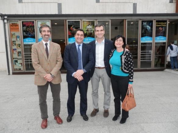 Condado, Echániz, Román y Nogueroles ante el teatro Buero Vallejo. // Foto: Junta de Comunidades de Castilla-La Mancha