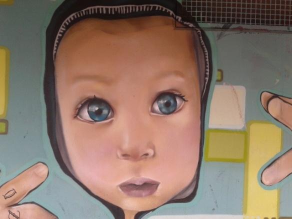 Unos inmensos e intensos ojos azules en este grafiti de La Chopera.//Foto: Ana María Ruiz
