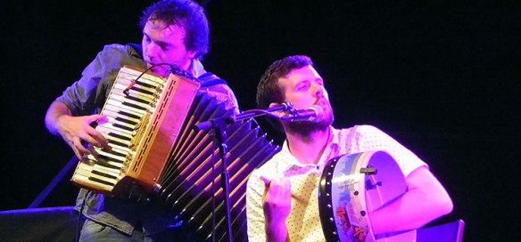 Dos componentes del grupo irlandés Goitse, en el Solsticio Folk. // Foto: Elena Clemente