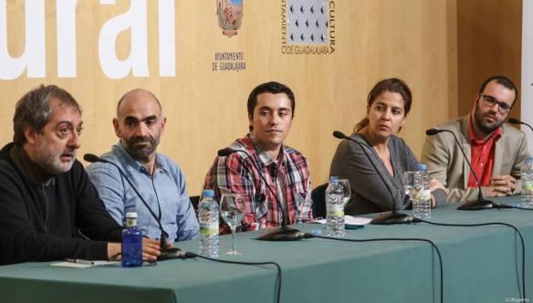Javier Olivares (izquierda), Javier Holgado, Iván Martínez, Mariló García y Borja Terán fueron los ponentes de la mesa redonda sobre series de televisión organizada por la APG. Foto: Jesús Ropero.